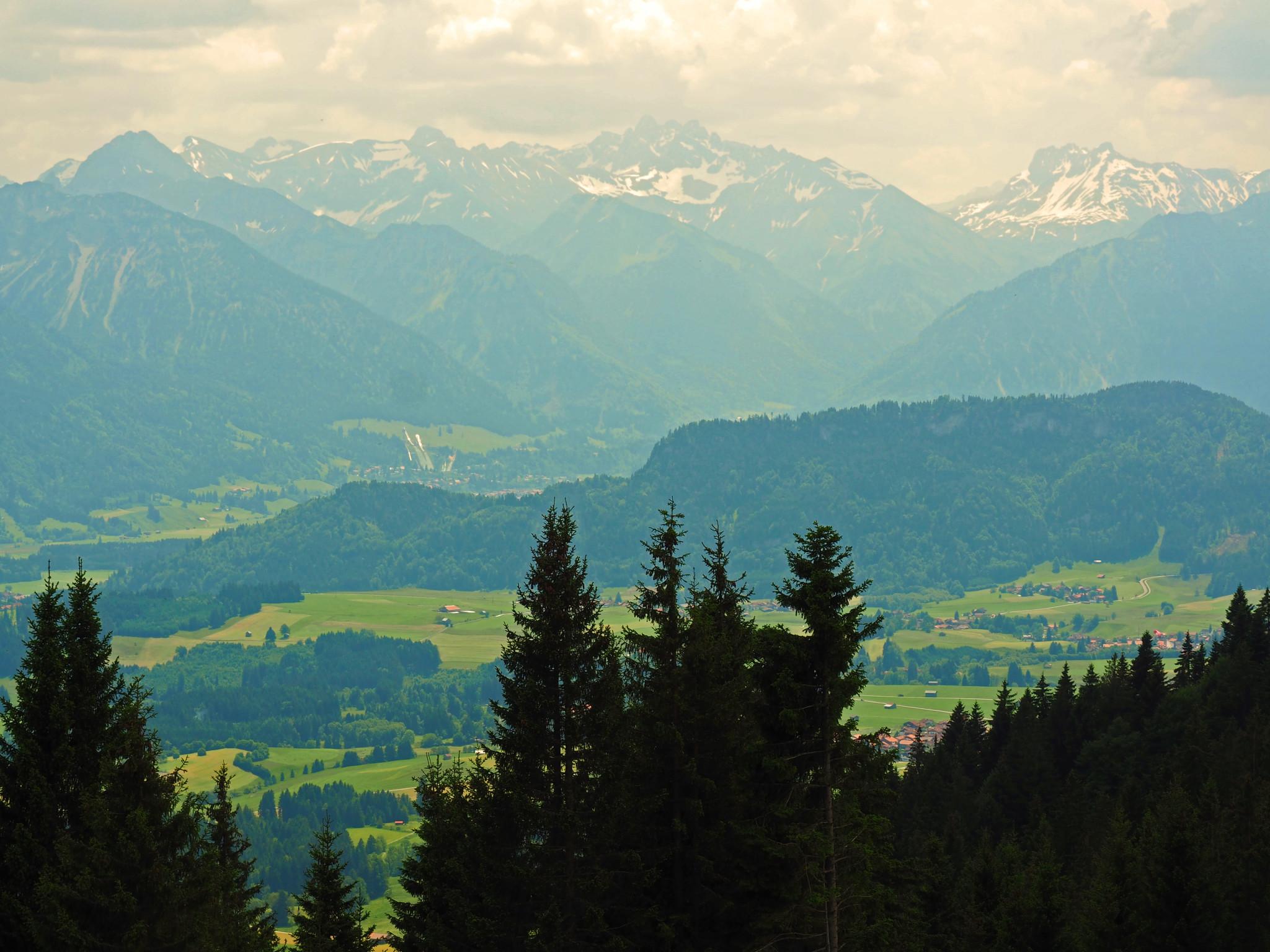 Blick auf Oberstdorf mit seiner berühmten Skisprungschanze
