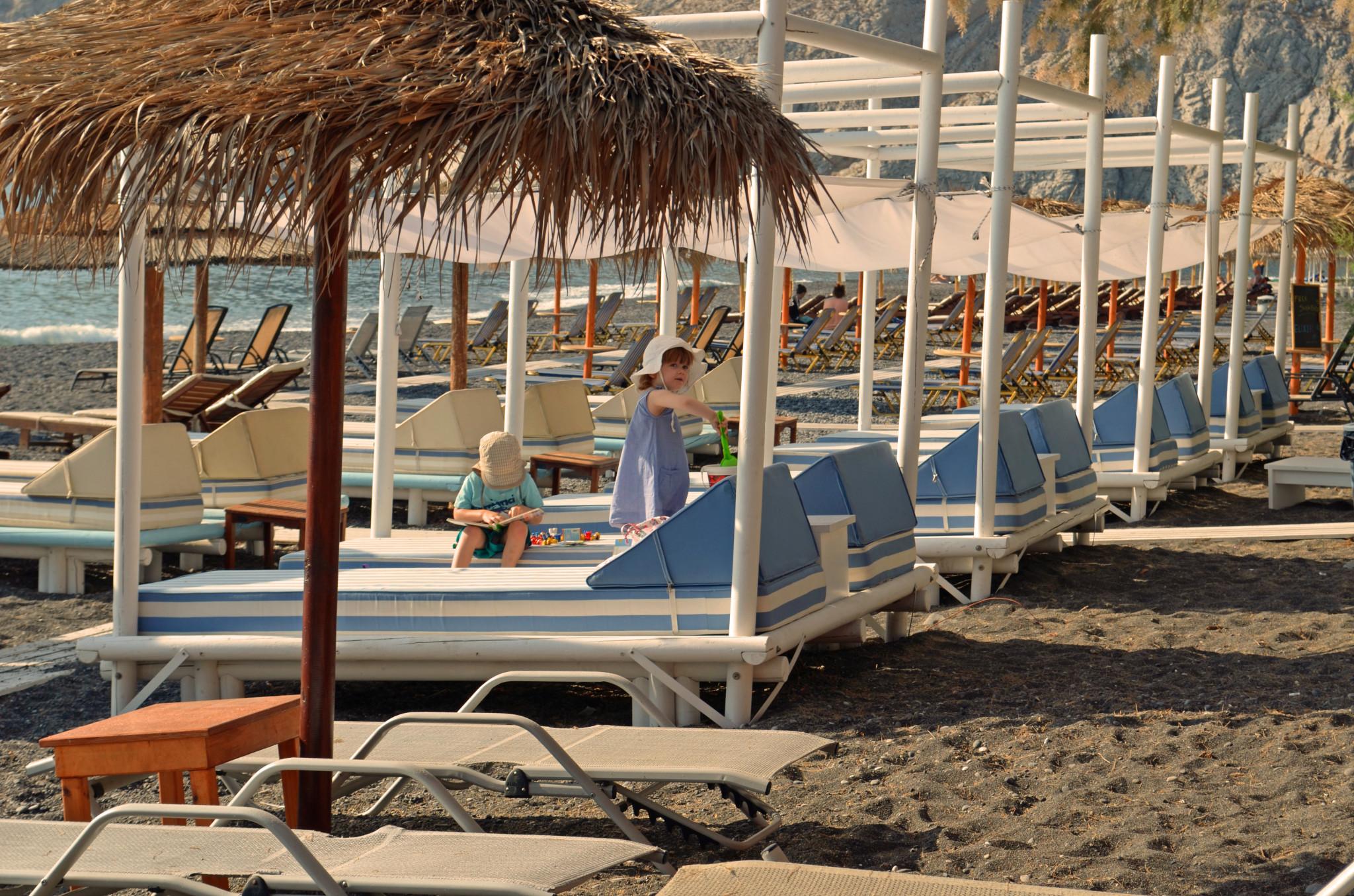 Nachsaison-Idylle am Strand von Kamari