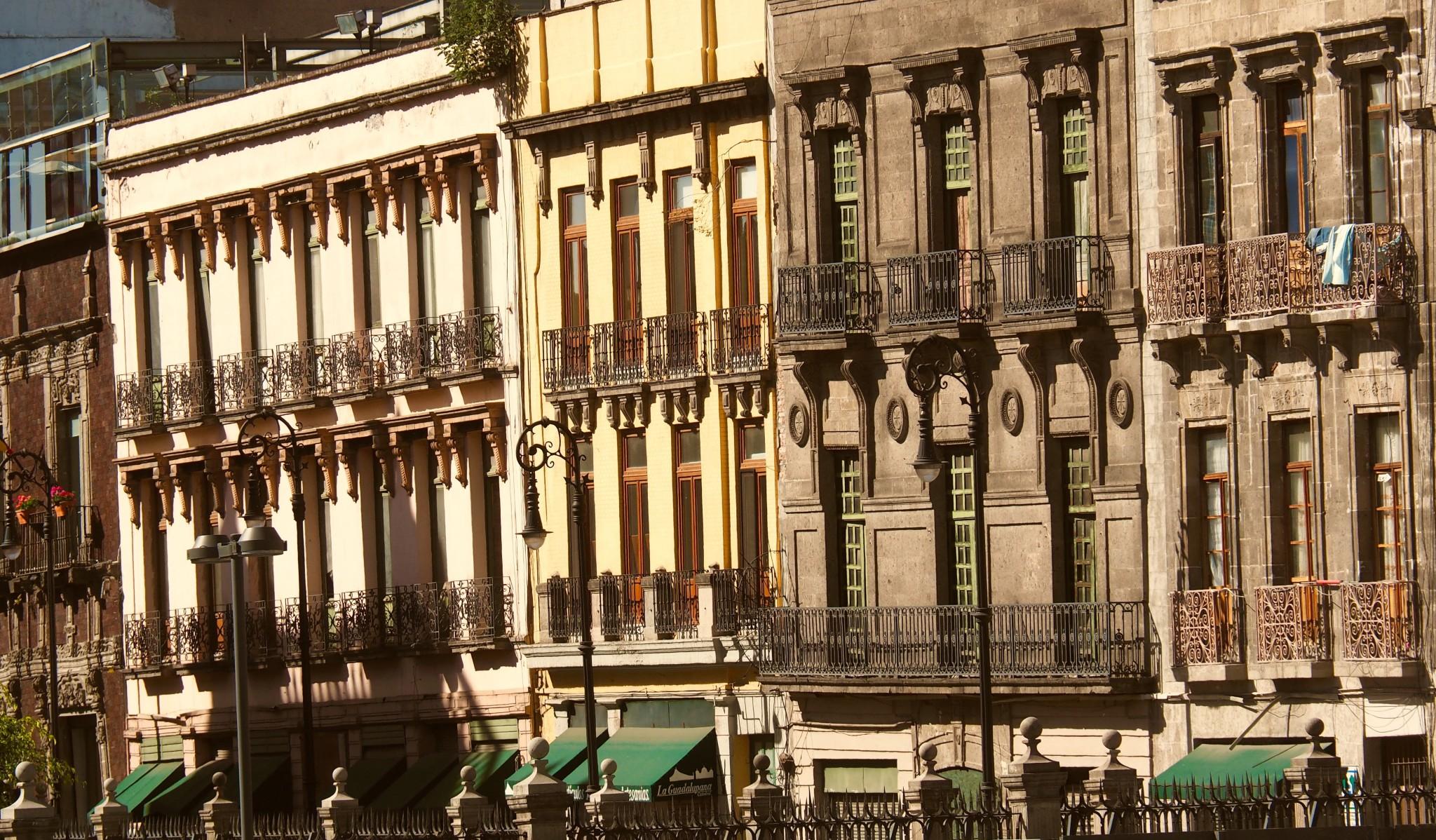 Gerade Häuserfassaden gibt es im historischen Zentrum nur selten.