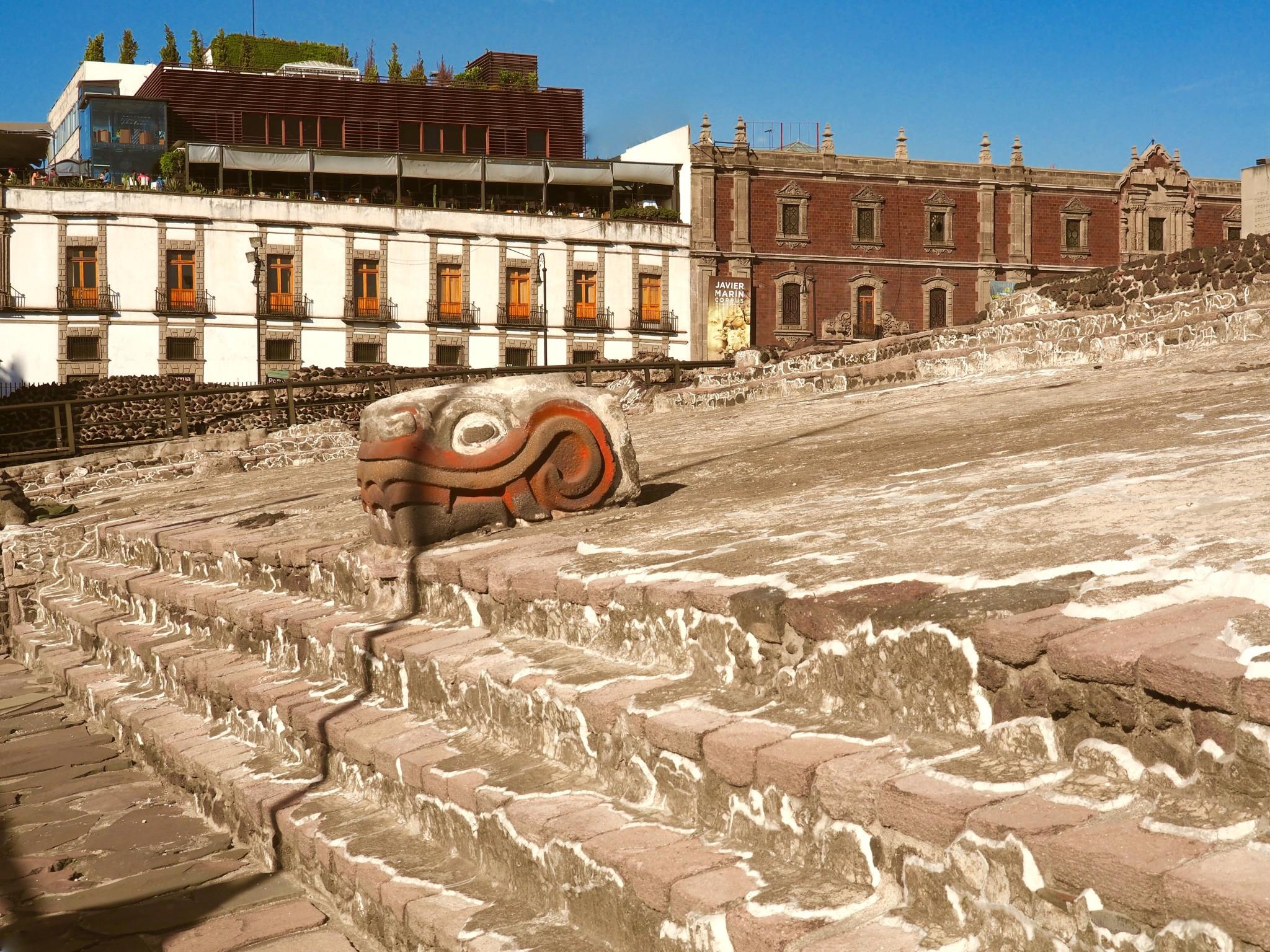 Beim Bau der U-Bahn kamen mitten im Zentrum die aztekischen Fundamente der Stadt ans Licht.